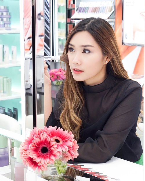 """<div class=""""photoCaption"""">Tbt Supper Fun opening of the 1st @cliniqueindonesia store in @galaxymallsby with @joviadhiguna 💕Once again Congratulations for the opening, what a complete yet stylish store!!! I'm clinique user and Can't help my self to trying out several products that i've never been lay on~There's """"special"""" room for facial, psst you can try it for FREE* Ofc i do a store tour, swipe and you can see the video !!!! You gonna love it!!!!All Thanks to @dikastiff can't wait to see y again ✨ <a class=""""pink-url"""" target=""""_blank"""" href=""""http://m.clozette.co.id/search/query?term=cliniqueid&siteseach=Submit"""">#cliniqueid</a>  <a class=""""pink-url"""" target=""""_blank"""" href=""""http://m.clozette.co.id/search/query?term=clozetteid&siteseach=Submit"""">#clozetteid</a>  <a class=""""pink-url"""" target=""""_blank"""" href=""""http://m.clozette.co.id/search/query?term=cotd&siteseach=Submit"""">#cotd</a></div>"""