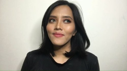 """<div class=""""photoCaption"""">Happy Sunday all! Pada kemana nih minggu-minggu almost tongpes gini? Kalo aku mau ke minimarket beli telor<br /> <br /> PRODUCT USED:<br /> - PAC studio coverage hydrating primer<br /> - Maybelline Fit Me Foundation no 228<br /> - Maybelline Fit Me concealer 30 Honey<br /> - Pixy Twin Blush Pop Terracotta<br /> - Focallure eyeshadow palette Twilight<br /> - Focallure eyebrow cream Ebony<br /> - Maybelline hyper impact liner<br /> - Catrice Professional Makeup Face Palette<br /> - Rivera Gotta be Matte Lipcream 304 Retro mauve<br /> <br />  <a class=""""pink-url"""" target=""""_blank"""" href=""""http://m.clozette.co.id/search/query?term=clozetteid&siteseach=Submit"""">#clozetteid</a> @zonamakeup.id  <a class=""""pink-url"""" target=""""_blank"""" href=""""http://m.clozette.co.id/search/query?term=makeupsimple&siteseach=Submit"""">#makeupsimple</a>  <a class=""""pink-url"""" target=""""_blank"""" href=""""http://m.clozette.co.id/search/query?term=makeupcantik&siteseach=Submit"""">#makeupcantik</a>  <a class=""""pink-url"""" target=""""_blank"""" href=""""http://m.clozette.co.id/search/query?term=makeuppemula&siteseach=Submit"""">#makeuppemula</a>  <a class=""""pink-url"""" target=""""_blank"""" href=""""http://m.clozette.co.id/search/query?term=tutorialmakeup&siteseach=Submit"""">#tutorialmakeup</a>  <a class=""""pink-url"""" target=""""_blank"""" href=""""http://m.clozette.co.id/search/query?term=makeuptutorials&siteseach=Submit"""">#makeuptutorials</a>  <a class=""""pink-url"""" target=""""_blank"""" href=""""http://m.clozette.co.id/search/query?term=tutorialmakeupindonesia&siteseach=Submit"""">#tutorialmakeupindonesia</a>  <a class=""""pink-url"""" target=""""_blank"""" href=""""http://m.clozette.co.id/search/query?term=beautyvlogger&siteseach=Submit"""">#beautyvlogger</a>  <a class=""""pink-url"""" target=""""_blank"""" href=""""http://m.clozette.co.id/search/query?term=beautybloggers&siteseach=Submit"""">#beautybloggers</a>  <a class=""""pink-url"""" target=""""_blank"""" href=""""http://m.clozette.co.id/search/query?term=belajardandan&siteseach=Submit"""">#belajardandan</a>  <a class=""""pink-url"""" target=""""_blank"""" h"""