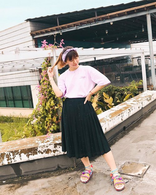 """<div class=""""photoCaption"""">Level up this simple outfit with statement sandals (Temali Sandals) from @iwearup 🥰🌈 Swipe to see the cute details! ✌🏻  <a class=""""pink-url"""" target=""""_blank"""" href=""""http://m.clozette.co.id/search/query?term=japobsOOTD&siteseach=Submit"""">#japobsOOTD</a><br /> .<br /> .<br /> .<br />  <a class=""""pink-url"""" target=""""_blank"""" href=""""http://m.clozette.co.id/search/query?term=clozetteid&siteseach=Submit"""">#clozetteid</a>  <a class=""""pink-url"""" target=""""_blank"""" href=""""http://m.clozette.co.id/search/query?term=fashionblogger&siteseach=Submit"""">#fashionblogger</a>  <a class=""""pink-url"""" target=""""_blank"""" href=""""http://m.clozette.co.id/search/query?term=ootdindo&siteseach=Submit"""">#ootdindo</a>  <a class=""""pink-url"""" target=""""_blank"""" href=""""http://m.clozette.co.id/search/query?term=iwearup&siteseach=Submit"""">#iwearup</a>  <a class=""""pink-url"""" target=""""_blank"""" href=""""http://m.clozette.co.id/search/query?term=lookbookindonesia&siteseach=Submit"""">#lookbookindonesia</a>  <a class=""""pink-url"""" target=""""_blank"""" href=""""http://m.clozette.co.id/search/query?term=ootdbloggers&siteseach=Submit"""">#ootdbloggers</a>  <a class=""""pink-url"""" target=""""_blank"""" href=""""http://m.clozette.co.id/search/query?term=ggrepstyle&siteseach=Submit"""">#ggrepstyle</a>  <a class=""""pink-url"""" target=""""_blank"""" href=""""http://m.clozette.co.id/search/query?term=ootdindokece&siteseach=Submit"""">#ootdindokece</a>  <a class=""""pink-url"""" target=""""_blank"""" href=""""http://m.clozette.co.id/search/query?term=styleinspo&siteseach=Submit"""">#styleinspo</a>  <a class=""""pink-url"""" target=""""_blank"""" href=""""http://m.clozette.co.id/search/query?term=outfitinspiration&siteseach=Submit"""">#outfitinspiration</a>  #패션  #패션스타그램  #오오티디  #今日の服  #今日のコーデ  #コーデ  #ファッション  #ファッションコーデ</div>"""