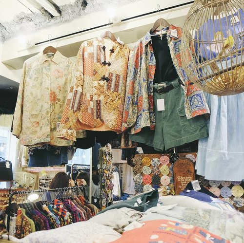 """<div class=""""photoCaption"""">Random vintage shops in Shimokitazawa. I planned to get myself used clothes but turned out the price is very expensive 😱😱 but still, it's fun looking at those pretty clothes 😭 .<br /> .<br /> .<br />  <a class=""""pink-url"""" target=""""_blank"""" href=""""http://m.clozette.co.id/search/query?term=clozetteid&siteseach=Submit"""">#clozetteid</a>  <a class=""""pink-url"""" target=""""_blank"""" href=""""http://m.clozette.co.id/search/query?term=japanloverme&siteseach=Submit"""">#japanloverme</a>  <a class=""""pink-url"""" target=""""_blank"""" href=""""http://m.clozette.co.id/search/query?term=usedfashion&siteseach=Submit"""">#usedfashion</a>  <a class=""""pink-url"""" target=""""_blank"""" href=""""http://m.clozette.co.id/search/query?term=vintagefashion&siteseach=Submit"""">#vintagefashion</a>  <a class=""""pink-url"""" target=""""_blank"""" href=""""http://m.clozette.co.id/search/query?term=thriftstorefinds&siteseach=Submit"""">#thriftstorefinds</a>  <a class=""""pink-url"""" target=""""_blank"""" href=""""http://m.clozette.co.id/search/query?term=shimokitazawa&siteseach=Submit"""">#shimokitazawa</a>  <a class=""""pink-url"""" target=""""_blank"""" href=""""http://m.clozette.co.id/search/query?term=japan&siteseach=Submit"""">#japan</a>  <a class=""""pink-url"""" target=""""_blank"""" href=""""http://m.clozette.co.id/search/query?term=tokyo&siteseach=Submit"""">#tokyo</a>  <a class=""""pink-url"""" target=""""_blank"""" href=""""http://m.clozette.co.id/search/query?term=ggrep&siteseach=Submit"""">#ggrep</a>  <a class=""""pink-url"""" target=""""_blank"""" href=""""http://m.clozette.co.id/search/query?term=BigDreamerInJapan&siteseach=Submit"""">#BigDreamerInJapan</a></div>"""