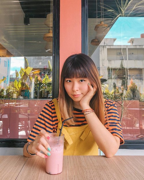 """<div class=""""photoCaption"""">Which one looks better on me: colorful or monochrome outfits? 🤔🤔 Ini agak out of comfort zone sih, mix warna kuning sama orange 😂<br /> .<br /> .<br /> .<br />  <a class=""""pink-url"""" target=""""_blank"""" href=""""http://m.clozette.co.id/search/query?term=clozetteid&siteseach=Submit"""">#clozetteid</a>  <a class=""""pink-url"""" target=""""_blank"""" href=""""http://m.clozette.co.id/search/query?term=fashionblogger&siteseach=Submit"""">#fashionblogger</a>  <a class=""""pink-url"""" target=""""_blank"""" href=""""http://m.clozette.co.id/search/query?term=japobsOOTD&siteseach=Submit"""">#japobsOOTD</a>  <a class=""""pink-url"""" target=""""_blank"""" href=""""http://m.clozette.co.id/search/query?term=styleinspo&siteseach=Submit"""">#styleinspo</a>  <a class=""""pink-url"""" target=""""_blank"""" href=""""http://m.clozette.co.id/search/query?term=styleinspiration&siteseach=Submit"""">#styleinspiration</a>  <a class=""""pink-url"""" target=""""_blank"""" href=""""http://m.clozette.co.id/search/query?term=outfitoftheday&siteseach=Submit"""">#outfitoftheday</a>  <a class=""""pink-url"""" target=""""_blank"""" href=""""http://m.clozette.co.id/search/query?term=wearjp&siteseach=Submit"""">#wearjp</a>  <a class=""""pink-url"""" target=""""_blank"""" href=""""http://m.clozette.co.id/search/query?term=coordinate&siteseach=Submit"""">#coordinate</a>  <a class=""""pink-url"""" target=""""_blank"""" href=""""http://m.clozette.co.id/search/query?term=cafeteller&siteseach=Submit"""">#cafeteller</a>  <a class=""""pink-url"""" target=""""_blank"""" href=""""http://m.clozette.co.id/search/query?term=cafehopping&siteseach=Submit"""">#cafehopping</a>  <a class=""""pink-url"""" target=""""_blank"""" href=""""http://m.clozette.co.id/search/query?term=pontianak&siteseach=Submit"""">#pontianak</a>  <a class=""""pink-url"""" target=""""_blank"""" href=""""http://m.clozette.co.id/search/query?term=yuccacafe&siteseach=Submit"""">#yuccacafe</a>  <a class=""""pink-url"""" target=""""_blank"""" href=""""http://m.clozette.co.id/search/query?term=cafeyucca&siteseach=Submit"""">#cafeyucca</a>  <a class=""""pink-url"""" target=""""_blank"""" href=""""http://m.clozette.co.id/search/query?term=explorepontianak&sitese"""
