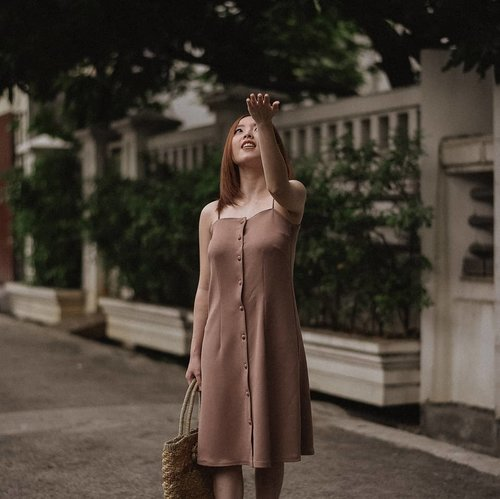 """<div class=""""photoCaption"""">Let the rain beat upon my head wearing @daisyofficialstore Olivia Dress in Dusty Pink.<br /> .<br /> .<br /> I'll share my thoughts about this dress exclusively on my stories as soon as possible. Click highlight 'OOTD' on my bio, in case you missed it.<br /> .<br /> .<br /> .<br /> .<br /> .<br />  <a class=""""pink-url"""" target=""""_blank"""" href=""""http://m.clozette.co.id/search/query?term=ootd&siteseach=Submit"""">#ootd</a>  <a class=""""pink-url"""" target=""""_blank"""" href=""""http://m.clozette.co.id/search/query?term=fashion&siteseach=Submit"""">#fashion</a>  <a class=""""pink-url"""" target=""""_blank"""" href=""""http://m.clozette.co.id/search/query?term=style&siteseach=Submit"""">#style</a>  <a class=""""pink-url"""" target=""""_blank"""" href=""""http://m.clozette.co.id/search/query?term=outfit&siteseach=Submit"""">#outfit</a>  <a class=""""pink-url"""" target=""""_blank"""" href=""""http://m.clozette.co.id/search/query?term=fashionista&siteseach=Submit"""">#fashionista</a>  <a class=""""pink-url"""" target=""""_blank"""" href=""""http://m.clozette.co.id/search/query?term=outfitoftheday&siteseach=Submit"""">#outfitoftheday</a>  <a class=""""pink-url"""" target=""""_blank"""" href=""""http://m.clozette.co.id/search/query?term=fashionblogger&siteseach=Submit"""">#fashionblogger</a>  <a class=""""pink-url"""" target=""""_blank"""" href=""""http://m.clozette.co.id/search/query?term=fashiongram&siteseach=Submit"""">#fashiongram</a>  <a class=""""pink-url"""" target=""""_blank"""" href=""""http://m.clozette.co.id/search/query?term=fashionstyle&siteseach=Submit"""">#fashionstyle</a>  <a class=""""pink-url"""" target=""""_blank"""" href=""""http://m.clozette.co.id/search/query?term=instafashion&siteseach=Submit"""">#instafashion</a>  <a class=""""pink-url"""" target=""""_blank"""" href=""""http://m.clozette.co.id/search/query?term=lookbook&siteseach=Submit"""">#lookbook</a>   <a class=""""pink-url"""" target=""""_blank"""" href=""""http://m.clozette.co.id/search/query?term=clothes&siteseach=Submit"""">#clothes</a>  <a class=""""pink-url"""" target=""""_blank"""" href=""""http://m.clozette.co.id/search/query?term=instagood&siteseach=Submit"""">#instagood</a>  <a """