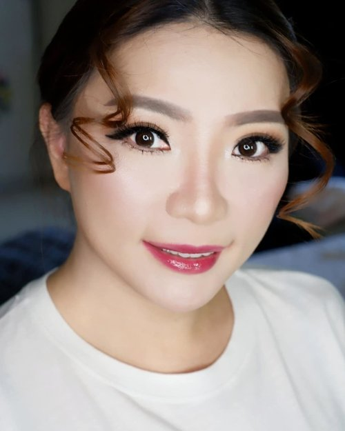 """<div class=""""photoCaption"""">Glowing Makeup for Ce @mei.bing family photoshoot *jahit mata dengan kondisi sudah ada Eyelash Extension<br /> <br /> Makeup by @shelleymuc @shelleyssebastian<br /> Ringlight @cathiestuff.id<br /> Eyelash @madame_lashes<br /> <br />  <a class=""""pink-url"""" target=""""_blank"""" href=""""http://m.clozette.co.id/search/query?term=makeup&siteseach=Submit"""">#makeup</a>  <a class=""""pink-url"""" target=""""_blank"""" href=""""http://m.clozette.co.id/search/query?term=beauty&siteseach=Submit"""">#beauty</a>  <a class=""""pink-url"""" target=""""_blank"""" href=""""http://m.clozette.co.id/search/query?term=shelleymuc&siteseach=Submit"""">#shelleymuc</a>  <a class=""""pink-url"""" target=""""_blank"""" href=""""http://m.clozette.co.id/search/query?term=surabaya&siteseach=Submit"""">#surabaya</a>  <a class=""""pink-url"""" target=""""_blank"""" href=""""http://m.clozette.co.id/search/query?term=makeupartist&siteseach=Submit"""">#makeupartist</a>  <a class=""""pink-url"""" target=""""_blank"""" href=""""http://m.clozette.co.id/search/query?term=mua&siteseach=Submit"""">#mua</a>  <a class=""""pink-url"""" target=""""_blank"""" href=""""http://m.clozette.co.id/search/query?term=shelleymakeupcreation&siteseach=Submit"""">#shelleymakeupcreation</a>  <a class=""""pink-url"""" target=""""_blank"""" href=""""http://m.clozette.co.id/search/query?term=beforeafter&siteseach=Submit"""">#beforeafter</a>  <a class=""""pink-url"""" target=""""_blank"""" href=""""http://m.clozette.co.id/search/query?term=clozetteID&siteseach=Submit"""">#clozetteID</a>  <a class=""""pink-url"""" target=""""_blank"""" href=""""http://m.clozette.co.id/search/query?term=makeover&siteseach=Submit"""">#makeover</a>  <a class=""""pink-url"""" target=""""_blank"""" href=""""http://m.clozette.co.id/search/query?term=muasurabaya&siteseach=Submit"""">#muasurabaya</a>  <a class=""""pink-url"""" target=""""_blank"""" href=""""http://m.clozette.co.id/search/query?term=muaindonesia&siteseach=Submit"""">#muaindonesia</a>  <a class=""""pink-url"""" target=""""_blank"""" href=""""http://m.clozette.co.id/search/query?term=hairdo&siteseach=Submit"""">#hairdo</a>  <a class=""""pink-url"""" target=""""_blank"""" href=""""http://m.clozette.co"""