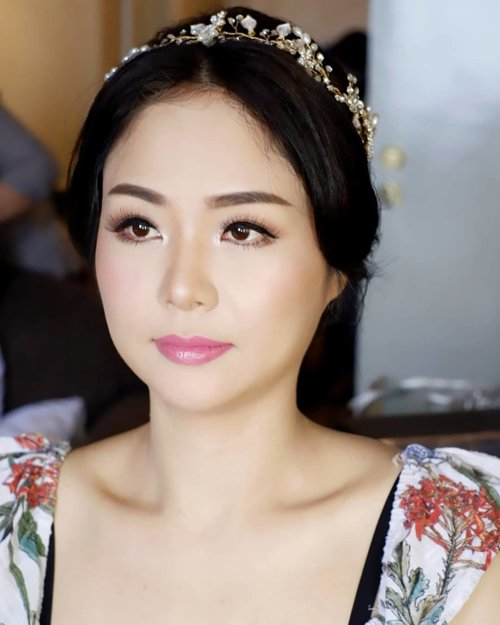 """<div class=""""photoCaption"""">Soft korean makeup with single lashes (by request)<br /> <br /> Makeup by @shelleymuc @shelleyssebastian<br /> HairDo by @maya_hairdo<br /> Upper lashes @flaire.official<br /> Lower lashes @madame_lashes<br /> <br />  <a class=""""pink-url"""" target=""""_blank"""" href=""""http://m.clozette.co.id/search/query?term=makeup&siteseach=Submit"""">#makeup</a>  <a class=""""pink-url"""" target=""""_blank"""" href=""""http://m.clozette.co.id/search/query?term=beauty&siteseach=Submit"""">#beauty</a>  <a class=""""pink-url"""" target=""""_blank"""" href=""""http://m.clozette.co.id/search/query?term=shelleymuc&siteseach=Submit"""">#shelleymuc</a>  <a class=""""pink-url"""" target=""""_blank"""" href=""""http://m.clozette.co.id/search/query?term=surabaya&siteseach=Submit"""">#surabaya</a>  <a class=""""pink-url"""" target=""""_blank"""" href=""""http://m.clozette.co.id/search/query?term=makeupartist&siteseach=Submit"""">#makeupartist</a>  <a class=""""pink-url"""" target=""""_blank"""" href=""""http://m.clozette.co.id/search/query?term=mua&siteseach=Submit"""">#mua</a>  <a class=""""pink-url"""" target=""""_blank"""" href=""""http://m.clozette.co.id/search/query?term=shelleymakeupcreation&siteseach=Submit"""">#shelleymakeupcreation</a>  <a class=""""pink-url"""" target=""""_blank"""" href=""""http://m.clozette.co.id/search/query?term=beforeafter&siteseach=Submit"""">#beforeafter</a>  <a class=""""pink-url"""" target=""""_blank"""" href=""""http://m.clozette.co.id/search/query?term=clozetteID&siteseach=Submit"""">#clozetteID</a>  <a class=""""pink-url"""" target=""""_blank"""" href=""""http://m.clozette.co.id/search/query?term=makeover&siteseach=Submit"""">#makeover</a>  <a class=""""pink-url"""" target=""""_blank"""" href=""""http://m.clozette.co.id/search/query?term=muasurabaya&siteseach=Submit"""">#muasurabaya</a>  <a class=""""pink-url"""" target=""""_blank"""" href=""""http://m.clozette.co.id/search/query?term=muaindonesia&siteseach=Submit"""">#muaindonesia</a>  <a class=""""pink-url"""" target=""""_blank"""" href=""""http://m.clozette.co.id/search/query?term=hairdo&siteseach=Submit"""">#hairdo</a>  <a class=""""pink-url"""" target=""""_blank"""" href=""""http://m.clozette.co.id/search/query"""