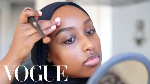"<div class=""photoCaption"">Aysha Abdul's Everyday Travel Makeup for Flawless Skin + Brows 