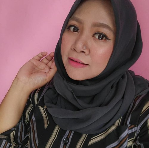 """<div class=""""photoCaption"""">Kulagi males rapihin alis gaes... 🤣🤣  <a class=""""pink-url"""" target=""""_blank"""" href=""""http://m.clozette.co.id/search/query?term=makeup&siteseach=Submit"""">#makeup</a>  <a class=""""pink-url"""" target=""""_blank"""" href=""""http://m.clozette.co.id/search/query?term=makeupaddict&siteseach=Submit"""">#makeupaddict</a>  <a class=""""pink-url"""" target=""""_blank"""" href=""""http://m.clozette.co.id/search/query?term=makeupjunkie&siteseach=Submit"""">#makeupjunkie</a>  <a class=""""pink-url"""" target=""""_blank"""" href=""""http://m.clozette.co.id/search/query?term=makeupobsessed&siteseach=Submit"""">#makeupobsessed</a>  <a class=""""pink-url"""" target=""""_blank"""" href=""""http://m.clozette.co.id/search/query?term=makeupporn&siteseach=Submit"""">#makeupporn</a>  <a class=""""pink-url"""" target=""""_blank"""" href=""""http://m.clozette.co.id/search/query?term=makeupcollection&siteseach=Submit"""">#makeupcollection</a>  <a class=""""pink-url"""" target=""""_blank"""" href=""""http://m.clozette.co.id/search/query?term=instamakep&siteseach=Submit"""">#instamakep</a>  <a class=""""pink-url"""" target=""""_blank"""" href=""""http://m.clozette.co.id/search/query?term=dailymakeup&siteseach=Submit"""">#dailymakeup</a>  <a class=""""pink-url"""" target=""""_blank"""" href=""""http://m.clozette.co.id/search/query?term=makeuporganization&siteseach=Submit"""">#makeuporganization</a>  <a class=""""pink-url"""" target=""""_blank"""" href=""""http://m.clozette.co.id/search/query?term=blogger&siteseach=Submit"""">#blogger</a>  <a class=""""pink-url"""" target=""""_blank"""" href=""""http://m.clozette.co.id/search/query?term=beautyblogger&siteseach=Submit"""">#beautyblogger</a>  <a class=""""pink-url"""" target=""""_blank"""" href=""""http://m.clozette.co.id/search/query?term=indonesianbeautyblogger&siteseach=Submit"""">#indonesianbeautyblogger</a>  <a class=""""pink-url"""" target=""""_blank"""" href=""""http://m.clozette.co.id/search/query?term=beauty&siteseach=Submit"""">#beauty</a>  <a class=""""pink-url"""" target=""""_blank"""" href=""""http://m.clozette.co.id/search/query?term=instabeauty&siteseach=Submit"""">#instabeauty</a>  <a class=""""pink-url"""" target=""""_blank"""" href=""""http://m.clozett"""