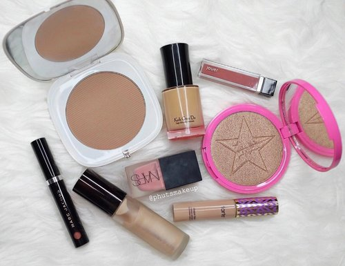 "<div class=""photoCaption"">Weekly favorite! 💕 .<br /> .<br /> .<br /> .<br /> .<br /> .<br />  <a class=""pink-url"" target=""_blank"" href=""http://m.clozette.co.id/search/query?term=makeup&siteseach=Submit"">#makeup</a>  <a class=""pink-url"" target=""_blank"" href=""http://m.clozette.co.id/search/query?term=makeupindo&siteseach=Submit"">#makeupindo</a>  <a class=""pink-url"" target=""_blank"" href=""http://m.clozette.co.id/search/query?term=makeuptalk&siteseach=Submit"">#makeuptalk</a>  <a class=""pink-url"" target=""_blank"" href=""http://m.clozette.co.id/search/query?term=makeupjunkie&siteseach=Submit"">#makeupjunkie</a>  <a class=""pink-url"" target=""_blank"" href=""http://m.clozette.co.id/search/query?term=MarcBeauty&siteseach=Submit"">#MarcBeauty</a>  <a class=""pink-url"" target=""_blank"" href=""http://m.clozette.co.id/search/query?term=kohgendo&siteseach=Submit"">#kohgendo</a>  <a class=""pink-url"" target=""_blank"" href=""http://m.clozette.co.id/search/query?term=jeffreestarcosmetics&siteseach=Submit"">#jeffreestarcosmetics</a>  <a class=""pink-url"" target=""_blank"" href=""http://m.clozette.co.id/search/query?term=jouer&siteseach=Submit"">#jouer</a>  <a class=""pink-url"" target=""_blank"" href=""http://m.clozette.co.id/search/query?term=narsissist&siteseach=Submit"">#narsissist</a>  <a class=""pink-url"" target=""_blank"" href=""http://m.clozette.co.id/search/query?term=tarteist&siteseach=Submit"">#tarteist</a>  <a class=""pink-url"" target=""_blank"" href=""http://m.clozette.co.id/search/query?term=tarteskin&siteseach=Submit"">#tarteskin</a>  <a class=""pink-url"" target=""_blank"" href=""http://m.clozette.co.id/search/query?term=tartecosmetics&siteseach=Submit"">#tartecosmetics</a>  <a class=""pink-url"" target=""_blank"" href=""http://m.clozette.co.id/search/query?term=beccacosmetics&siteseach=Submit"">#beccacosmetics</a>  <a class=""pink-url"" target=""_blank"" href=""http://m.clozette.co.id/search/query?term=FDbeauty&siteseach=Submit"">#FDbeauty</a>  <a class=""pink-url"" target=""_blank"" href=""http://m.clozette.co.id/search/query?term=clozetteID&siteseach=Submit"">#clozetteID</a>  <a class=""pink-url"" target=""_blank"" href=""http://m.clozette.co.id/search/query?term=indobeautygram&siteseach=Submit"">#indobeautygram</a>  <a class=""pink-url"" target=""_blank"" href=""http://m.clozette.co.id/search/query?term=sephorasg&siteseach=Submit"">#sephorasg</a>  <a class=""pink-url"" target=""_blank"" href=""http://m.clozette.co.id/search/query?term=sephorahaul&siteseach=Submit"">#sephorahaul</a></div>"