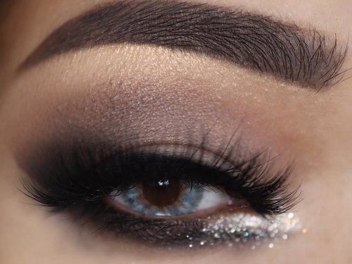 """<div class=""""photoCaption"""">BOOM! I see you 👀<br /> .<br /> .<br /> PRODUCT USED <br /> @anastasiabeverlyhills Soft Glam Palette (i'm using Burnt Orange & Sienna for the crease, Noir for the outter corner, Tempera on the lid and Glistening on my brow bone)  <a class=""""pink-url"""" target=""""_blank"""" href=""""http://m.clozette.co.id/search/query?term=anastasiabeverlyhills&siteseach=Submit"""">#anastasiabeverlyhills</a>  <a class=""""pink-url"""" target=""""_blank"""" href=""""http://m.clozette.co.id/search/query?term=abhsoftglam&siteseach=Submit"""">#abhsoftglam</a>  <a class=""""pink-url"""" target=""""_blank"""" href=""""http://m.clozette.co.id/search/query?term=abhjunkiess&siteseach=Submit"""">#abhjunkiess</a> <br /> @stilacosmetics Glitter & Glow Liquid Eyeshadow *Diamond Dust  <a class=""""pink-url"""" target=""""_blank"""" href=""""http://m.clozette.co.id/search/query?term=stilaglitterandglow&siteseach=Submit"""">#stilaglitterandglow</a>  <a class=""""pink-url"""" target=""""_blank"""" href=""""http://m.clozette.co.id/search/query?term=stilacosmetics&siteseach=Submit"""">#stilacosmetics</a> <br /> Brow @anastasiabeverlyhills Brow Wiz *Medium Brown  <a class=""""pink-url"""" target=""""_blank"""" href=""""http://m.clozette.co.id/search/query?term=abhbrows&siteseach=Submit"""">#abhbrows</a> <br /> Lashes @thewlashesofficial *Holy Moly <br /> Lens @onestoplenses .<br /> .<br />  <a class=""""pink-url"""" target=""""_blank"""" href=""""http://m.clozette.co.id/search/query?term=clozetteid&siteseach=Submit"""">#clozetteid</a>  <a class=""""pink-url"""" target=""""_blank"""" href=""""http://m.clozette.co.id/search/query?term=makeupideas&siteseach=Submit"""">#makeupideas</a>  <a class=""""pink-url"""" target=""""_blank"""" href=""""http://m.clozette.co.id/search/query?term=eyeshadowtutorial&siteseach=Submit"""">#eyeshadowtutorial</a>  <a class=""""pink-url"""" target=""""_blank"""" href=""""http://m.clozette.co.id/search/query?term=eyebrows&siteseach=Submit"""">#eyebrows</a>  <a class=""""pink-url"""" target=""""_blank"""" href=""""http://m.clozette.co.id/search/query?term=eyemakeup&siteseach=Submit"""">#eyemakeup</a>  <a class=""""pink-url"""" target=""""_blank"""" href="""