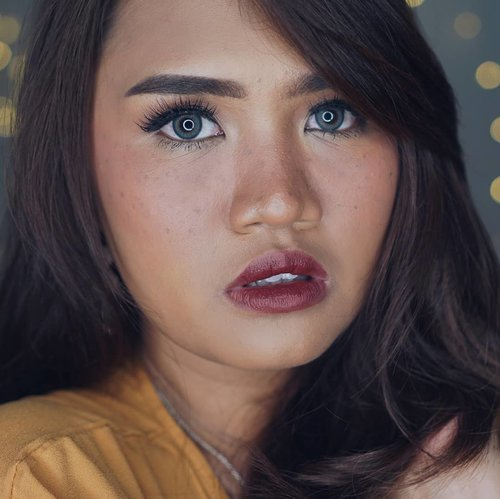 """<div class=""""photoCaption"""">Finally kesampean meapan pake frackles ala-ala walaupun teksture muka lagi geradakan at least i'm happy with the result<br /> Product Used :<br /> 💖@makeupforeverid Ultra HD Stick Foundation<br /> 💖@chanel.beauty powder 30 Naturel<br /> 💖@catrice.cosmetics Eyebrow Matic in Dark<br /> 💖@tartecosmetics In Bloom Palette for Eyeshadow<br /> 💖@blpbeauty Matte Eyeliner, Face Glow Sunset n Sunrise for eyeliner, blush n highlight<br /> 💖@lagirlindonesia Brow Pomade Soft Brown for Freckles<br /> 💖@thewlashesofficial Eyelashes<br /> 💖@maybelline Temptation Mascara<br /> 💖@eyelovin Eos Coco Grey<br /> 💖@wardahbeauty Insta Perfect Lip Cream Chic + Vibe<br /> .<br /> .<br />   <a class=""""pink-url"""" target=""""_blank"""" href=""""http://m.clozette.co.id/search/query?term=clozetteid&siteseach=Submit"""">#clozetteid</a>  <a class=""""pink-url"""" target=""""_blank"""" href=""""http://m.clozette.co.id/search/query?term=clozettedaily&siteseach=Submit"""">#clozettedaily</a>  <a class=""""pink-url"""" target=""""_blank"""" href=""""http://m.clozette.co.id/search/query?term=review&siteseach=Submit"""">#review</a>  <a class=""""pink-url"""" target=""""_blank"""" href=""""http://m.clozette.co.id/search/query?term=beautyjunkie&siteseach=Submit"""">#beautyjunkie</a>  <a class=""""pink-url"""" target=""""_blank"""" href=""""http://m.clozette.co.id/search/query?term=beautyjunkies&siteseach=Submit"""">#beautyjunkies</a>  <a class=""""pink-url"""" target=""""_blank"""" href=""""http://m.clozette.co.id/search/query?term=instamakeupartist&siteseach=Submit"""">#instamakeupartist</a>  <a class=""""pink-url"""" target=""""_blank"""" href=""""http://m.clozette.co.id/search/query?term=makeupporn&siteseach=Submit"""">#makeupporn</a>  <a class=""""pink-url"""" target=""""_blank"""" href=""""http://m.clozette.co.id/search/query?term=makeuppower&siteseach=Submit"""">#makeuppower</a>  <a class=""""pink-url"""" target=""""_blank"""" href=""""http://m.clozette.co.id/search/query?term=beautyaddict&siteseach=Submit"""">#beautyaddict</a>  <a class=""""pink-url"""" target=""""_blank"""" href=""""http://m.clozette.co.id/search/query?term=makeuptutorial&site"""