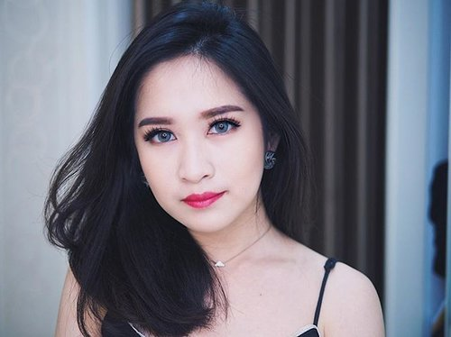 """<div class=""""photoCaption"""">The color pink makes everything looks pretty. Can't believe I said that. 💖💖__Eyelash @nikolash.id in Lola Contact lenses @kawaigankyu Sole 3T in GrayFoundation @astalift_indonesia lighting perfection _ <a class=""""pink-url"""" target=""""_blank"""" href=""""http://m.clozette.co.id/search/query?term=clozetteid&siteseach=Submit"""">#clozetteid</a>  <a class=""""pink-url"""" target=""""_blank"""" href=""""http://m.clozette.co.id/search/query?term=astaliftindonesia&siteseach=Submit"""">#astaliftindonesia</a>  <a class=""""pink-url"""" target=""""_blank"""" href=""""http://m.clozette.co.id/search/query?term=nikogang&siteseach=Submit"""">#nikogang</a>  <a class=""""pink-url"""" target=""""_blank"""" href=""""http://m.clozette.co.id/search/query?term=makeuptutorial&siteseach=Submit"""">#makeuptutorial</a>  <a class=""""pink-url"""" target=""""_blank"""" href=""""http://m.clozette.co.id/search/query?term=makeupoftheday&siteseach=Submit"""">#makeupoftheday</a></div>"""