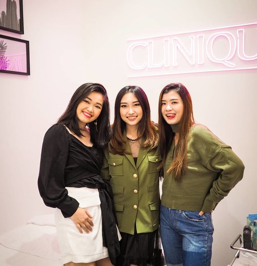 """<div class=""""photoCaption"""">Reunited at new @cliniqueindonesia boutique... Congrats clinique team @dikastiff @randitasastro <br /> Jangan lupa main2 ksana 😘😘 only at @galaxymallsby .<br /> .<br /> .<br /> .<br />  <a class=""""pink-url"""" target=""""_blank"""" href=""""http://m.clozette.co.id/search/query?term=bloggerindonesia&siteseach=Submit"""">#bloggerindonesia</a>  <a class=""""pink-url"""" target=""""_blank"""" href=""""http://m.clozette.co.id/search/query?term=lookbookindonesia&siteseach=Submit"""">#lookbookindonesia</a>  <a class=""""pink-url"""" target=""""_blank"""" href=""""http://m.clozette.co.id/search/query?term=beautyguru&siteseach=Submit"""">#beautyguru</a>  <a class=""""pink-url"""" target=""""_blank"""" href=""""http://m.clozette.co.id/search/query?term=beautyvlogger&siteseach=Submit"""">#beautyvlogger</a>  <a class=""""pink-url"""" target=""""_blank"""" href=""""http://m.clozette.co.id/search/query?term=beautyblogger&siteseach=Submit"""">#beautyblogger</a>  <a class=""""pink-url"""" target=""""_blank"""" href=""""http://m.clozette.co.id/search/query?term=clozetteid&siteseach=Submit"""">#clozetteid</a>  <a class=""""pink-url"""" target=""""_blank"""" href=""""http://m.clozette.co.id/search/query?term=bloggerstyle&siteseach=Submit"""">#bloggerstyle</a>  <a class=""""pink-url"""" target=""""_blank"""" href=""""http://m.clozette.co.id/search/query?term=fashionblogger&siteseach=Submit"""">#fashionblogger</a>  <a class=""""pink-url"""" target=""""_blank"""" href=""""http://m.clozette.co.id/search/query?term=fashionstylea&siteseach=Submit"""">#fashionstylea</a>  <a class=""""pink-url"""" target=""""_blank"""" href=""""http://m.clozette.co.id/search/query?term=fashionindo&siteseach=Submit"""">#fashionindo</a>  <a class=""""pink-url"""" target=""""_blank"""" href=""""http://m.clozette.co.id/search/query?term=indonesianbeautyblogger&siteseach=Submit"""">#indonesianbeautyblogger</a>  <a class=""""pink-url"""" target=""""_blank"""" href=""""http://m.clozette.co.id/search/query?term=indonesian_blogger&siteseach=Submit"""">#indonesian_blogger</a>  <a class=""""pink-url"""" target=""""_blank"""" href=""""http://m.clozette.co.id/search/query?term=indonesiabeautyblogger&siteseach=Submit"""">#in"""