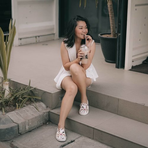 """<div class=""""photoCaption"""">Just chill! With my @dumdumthaidrinks.sby MILO COFFEE and my comfie shoes from @melissashoes_id Tolong d zoom biar keliatan my unicorn! 😘... <a class=""""pink-url"""" target=""""_blank"""" href=""""http://m.clozette.co.id/search/query?term=bloggerindonesia&siteseach=Submit"""">#bloggerindonesia</a>  <a class=""""pink-url"""" target=""""_blank"""" href=""""http://m.clozette.co.id/search/query?term=lookbookindonesia&siteseach=Submit"""">#lookbookindonesia</a>  <a class=""""pink-url"""" target=""""_blank"""" href=""""http://m.clozette.co.id/search/query?term=beautyguru&siteseach=Submit"""">#beautyguru</a>  <a class=""""pink-url"""" target=""""_blank"""" href=""""http://m.clozette.co.id/search/query?term=beautyvlogger&siteseach=Submit"""">#beautyvlogger</a>  <a class=""""pink-url"""" target=""""_blank"""" href=""""http://m.clozette.co.id/search/query?term=beautyblogger&siteseach=Submit"""">#beautyblogger</a>  <a class=""""pink-url"""" target=""""_blank"""" href=""""http://m.clozette.co.id/search/query?term=clozetteid&siteseach=Submit"""">#clozetteid</a>  <a class=""""pink-url"""" target=""""_blank"""" href=""""http://m.clozette.co.id/search/query?term=bloggerstyle&siteseach=Submit"""">#bloggerstyle</a>  <a class=""""pink-url"""" target=""""_blank"""" href=""""http://m.clozette.co.id/search/query?term=fashionblogger&siteseach=Submit"""">#fashionblogger</a>  <a class=""""pink-url"""" target=""""_blank"""" href=""""http://m.clozette.co.id/search/query?term=fashionstylea&siteseach=Submit"""">#fashionstylea</a>  <a class=""""pink-url"""" target=""""_blank"""" href=""""http://m.clozette.co.id/search/query?term=fashionindo&siteseach=Submit"""">#fashionindo</a>  <a class=""""pink-url"""" target=""""_blank"""" href=""""http://m.clozette.co.id/search/query?term=indonesianbeautyblogger&siteseach=Submit"""">#indonesianbeautyblogger</a>  <a class=""""pink-url"""" target=""""_blank"""" href=""""http://m.clozette.co.id/search/query?term=indonesian_blogger&siteseach=Submit"""">#indonesian_blogger</a>  <a class=""""pink-url"""" target=""""_blank"""" href=""""http://m.clozette.co.id/search/query?term=indonesiabeautyblogger&siteseach=Submit"""">#indonesiabeautyblogger</a>  <a class=""""pink-url"""""""