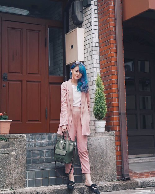 """<div class=""""photoCaption"""">That classy unicorn style 🦄😘  <a class=""""pink-url"""" target=""""_blank"""" href=""""http://m.clozette.co.id/search/query?term=JeanMilkaOOTD&siteseach=Submit"""">#JeanMilkaOOTD</a>  <a class=""""pink-url"""" target=""""_blank"""" href=""""http://m.clozette.co.id/search/query?term=JeanMilkaInJapan&siteseach=Submit"""">#JeanMilkaInJapan</a><br />  <a class=""""pink-url"""" target=""""_blank"""" href=""""http://m.clozette.co.id/search/query?term=TravelWithJeanMilka&siteseach=Submit"""">#TravelWithJeanMilka</a><br /> .<br />  <a class=""""pink-url"""" target=""""_blank"""" href=""""http://m.clozette.co.id/search/query?term=ootd&siteseach=Submit"""">#ootd</a>  <a class=""""pink-url"""" target=""""_blank"""" href=""""http://m.clozette.co.id/search/query?term=ootdindo&siteseach=Submit"""">#ootdindo</a>  <a class=""""pink-url"""" target=""""_blank"""" href=""""http://m.clozette.co.id/search/query?term=lookbookindonesia&siteseach=Submit"""">#lookbookindonesia</a>  <a class=""""pink-url"""" target=""""_blank"""" href=""""http://m.clozette.co.id/search/query?term=lookbookindo&siteseach=Submit"""">#lookbookindo</a>  <a class=""""pink-url"""" target=""""_blank"""" href=""""http://m.clozette.co.id/search/query?term=lookbook&siteseach=Submit"""">#lookbook</a>  <a class=""""pink-url"""" target=""""_blank"""" href=""""http://m.clozette.co.id/search/query?term=todayoutfit&siteseach=Submit"""">#todayoutfit</a>  <a class=""""pink-url"""" target=""""_blank"""" href=""""http://m.clozette.co.id/search/query?term=cgstreetstyle&siteseach=Submit"""">#cgstreetstyle</a>  <a class=""""pink-url"""" target=""""_blank"""" href=""""http://m.clozette.co.id/search/query?term=fashion&siteseach=Submit"""">#fashion</a>  <a class=""""pink-url"""" target=""""_blank"""" href=""""http://m.clozette.co.id/search/query?term=style&siteseach=Submit"""">#style</a>  <a class=""""pink-url"""" target=""""_blank"""" href=""""http://m.clozette.co.id/search/query?term=fashionblogger&siteseach=Submit"""">#fashionblogger</a>  <a class=""""pink-url"""" target=""""_blank"""" href=""""http://m.clozette.co.id/search/query?term=outfitoftheday&siteseach=Submit"""">#outfitoftheday</a>  <a class=""""pink-url"""" target=""""_blank"""" href=""""http://m.clozette.co"""