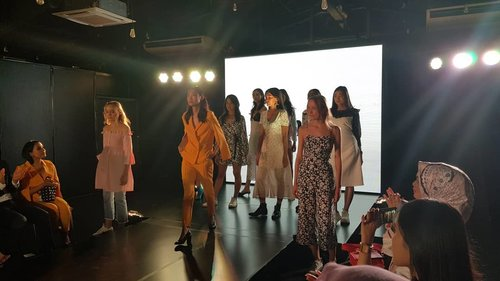 """<div class=""""photoCaption"""">Pomelo The Summer '18 Collection ❤  <a class=""""pink-url"""" target=""""_blank"""" href=""""http://m.id.clozette.co/search/query?term=Clozetteid&siteseach=Submit"""">#Clozetteid</a>  <a class=""""pink-url"""" target=""""_blank"""" href=""""http://m.id.clozette.co/search/query?term=IAmPomelo&siteseach=Submit"""">#IAmPomelo</a>  <a class=""""pink-url"""" target=""""_blank"""" href=""""http://m.id.clozette.co/search/query?term=FindYourStyle&siteseach=Submit"""">#FindYourStyle</a></div>"""