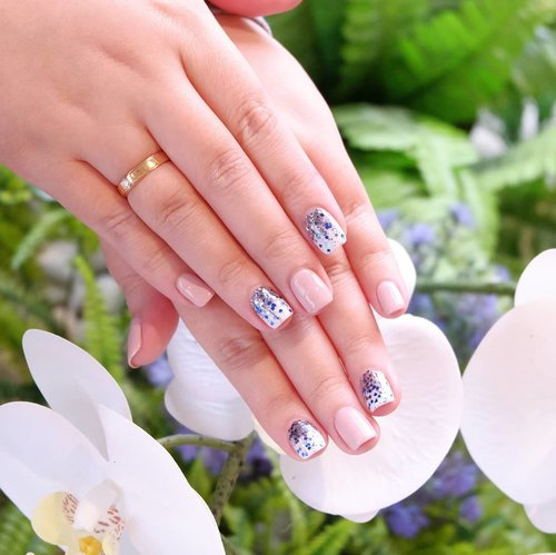 """<div class=""""photoCaption"""">A few days ago i tried home nail service for the first time (usually i always go to the mall whenever i want to have nail treatments) with @two.cents and it was a pleasant experience. I love the fact that you don't even have to change out of your pajama if you don't want to 🤣. The nailist from Two Cent (they are based in Jakarta and now available in Surabaya too!) was awesome, she came super on time (right on the dot!) and fully prepared for the nail design that i already picked beforehand (any nail design you want, you can show to them and they would tell you which design is possible with the tools they have. Always discuss and speak your mind when it comes to nail designs to avoid any dissappointment) so she could work on my nails immediately.<br /> <br /> She was very very neat and thorough, and she really took her time - no rushing so after the manicure my nails look super good with super neat cuticles too. She is super neat that she never over applying each nail and layer so there was no need to revise or redo anything. I absolutely love the attention to detail and thoroughness, how she feels on every single nail right until the end to make sure every nail are perfectly sealed.<br /> <br /> I am very satisfied with the result so i am confident to recommend them for all of you!<br /> <br /> Not only nails, they also provide eyelash extension services, we all know how tedious eyelash extension process is and what's a better way to endure that than doing it in the comfort of our home?<br /> <br /> For more info contact their Whatsapp +62 812 31236836 or go to  <a href=""""https://bit.ly/2C0hDJd"""" class=""""pink-url""""  target=""""_blank""""  rel=""""nofollow"""" title=""""https://bit.ly/2C0hDJd"""">https://bit.ly/2C0hDJd</a> .<br /> <br /> Thank you for my pretty nails, Two Cents!<br /> <br />  <a class=""""pink-url"""" target=""""_blank"""" href=""""http://m.clozette.co.id/search/query?term=twocents&siteseach=Submit"""">#twocents</a> <br />  <a class=""""pink-url"""" target=""""_blank"""" href"""