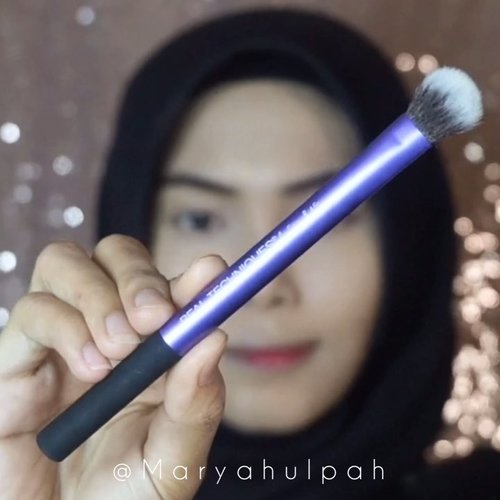 "<div class=""photoCaption"">Peachy Glow Makeup Look ✨With Real Techniques Travel Essentials Brush SetBrush set ini berguna banget buat dibawa kemanapun karena multifungsi, jadi ga perlu repot buat bawa banyak brush 😝 Brush set ini bisa dibeli di @foirfe.id semua produknya ORIGINAL tapi harga bersahabat dan jauh lebih MURAH loh! Lagi banyak promo di @foirfe.id jadi kalian bisa langsung cek aja IG nya 💕Details :• @foirfe.id - RT Travel Essentials Brush Set• @ultimaii_id - Moisture Lotion• @esteelauder @esteelauderid - Double Wear• @byscosmetics @byscosmetics_id - Banana Powder• @focallure - Twillight Eye Shadow Palette• @stilacosmetics - Glitter & Glow Eye Shadow• @maybelline - Hypersharp Power Black • @getthelookid - L'Oréal Lash Paradise• @milanicosmetics - Baked Blush• @sariayu_mt - Duo Lip Color• @minisoindo - Eyelashes @ragam_kecantikan @tampilcantik @tips__kecantikan @tipsmakeupcantik @bunnyneedsmakeup @clozetteid  <a class=""pink-url"" target=""_blank"" href=""http://m.clozette.co.id/search/query?term=clozetteid&siteseach=Submit"">#clozetteid</a> @beautybloggerindonesia  <a class=""pink-url"" target=""_blank"" href=""http://m.clozette.co.id/search/query?term=beautybloggerindonesia&siteseach=Submit"">#beautybloggerindonesia</a>  <a class=""pink-url"" target=""_blank"" href=""http://m.clozette.co.id/search/query?term=beautyjournal&siteseach=Submit"">#beautyjournal</a>  <a class=""pink-url"" target=""_blank"" href=""http://m.clozette.co.id/search/query?term=kbbvbyacb&siteseach=Submit"">#kbbvbyacb</a>  <a class=""pink-url"" target=""_blank"" href=""http://m.clozette.co.id/search/query?term=beautynesiaid&siteseach=Submit"">#beautynesiaid</a> @beautychannel.id  <a class=""pink-url"" target=""_blank"" href=""http://m.clozette.co.id/search/query?term=beautychannelid&siteseach=Submit"">#beautychannelid</a> @indobeautygram  <a class=""pink-url"" target=""_blank"" href=""http://m.clozette.co.id/search/query?term=indobeautygram&siteseach=Submit"">#indobeautygram</a>  <a class=""pink-url"" target=""_blank"" href=""http://"