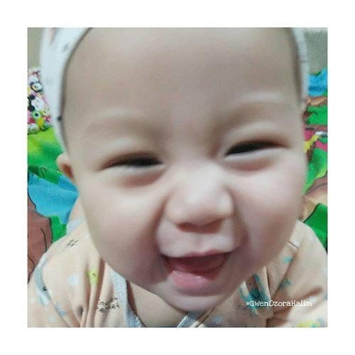 """<div class=""""photoCaption"""">My  <a class=""""pink-url"""" target=""""_blank"""" href=""""http://m.clozette.co.id/search/query?term=GwenOzoraHalim&siteseach=Submit"""">#GwenOzoraHalim</a> My Smiling Baby 😍❤.""""Adaughteris just a little girl who grows up to be your bestfriend."""". <a class=""""pink-url"""" target=""""_blank"""" href=""""http://m.clozette.co.id/search/query?term=clozetteID&siteseach=Submit"""">#clozetteID</a>  <a class=""""pink-url"""" target=""""_blank"""" href=""""http://m.clozette.co.id/search/query?term=babygirl&siteseach=Submit"""">#babygirl</a>  <a class=""""pink-url"""" target=""""_blank"""" href=""""http://m.clozette.co.id/search/query?term=smilebaby&siteseach=Submit"""">#smilebaby</a></div>"""