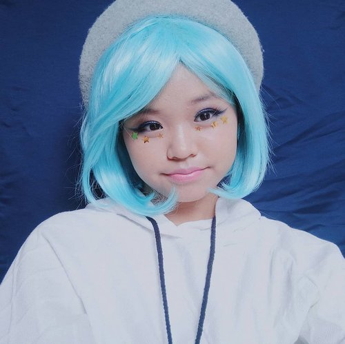 """<div class=""""photoCaption"""">Icy girl anime makeup look for x'mas holiyay!❄⛄<br />  <a class=""""pink-url"""" target=""""_blank"""" href=""""http://m.clozette.co.id/search/query?term=klaraholiday2018&siteseach=Submit"""">#klaraholiday2018</a>  <a class=""""pink-url"""" target=""""_blank"""" href=""""http://m.clozette.co.id/search/query?term=clozetteid&siteseach=Submit"""">#clozetteid</a>  <a class=""""pink-url"""" target=""""_blank"""" href=""""http://m.clozette.co.id/search/query?term=makeup&siteseach=Submit"""">#makeup</a>  <a class=""""pink-url"""" target=""""_blank"""" href=""""http://m.clozette.co.id/search/query?term=cosplay&siteseach=Submit"""">#cosplay</a>  <a class=""""pink-url"""" target=""""_blank"""" href=""""http://m.clozette.co.id/search/query?term=anime&siteseach=Submit"""">#anime</a>  <a class=""""pink-url"""" target=""""_blank"""" href=""""http://m.clozette.co.id/search/query?term=winterlook&siteseach=Submit"""">#winterlook</a><br /> .<br /> .<br /> Face recipe:<br /> ☆ @nyxcosmetics_indonesia TOTAL CONTROL CUSHION MESH FOUNDATION<br /> ☆ @nyxcosmetics  LIP SUEDE<br /> ☆ @maybelline COLOR SHOW BLUSH<br /> ☆ @thebodyshopindo SHINE LIP LIQUID<br /> ☆ @viva.cosmetics EYEBROW<br /> ☆ @thesaemid TIP CONCEALER<br /> ☆ @pondsthailand MAGIC POWDER<br /> ☆ @kate.tokyo.official_jp  EYELINER</div>"""