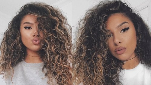 "<div class=""photoCaption"">BIG CURLY HAIR TUTORIAL / ROUTINE - YouTube</div>"