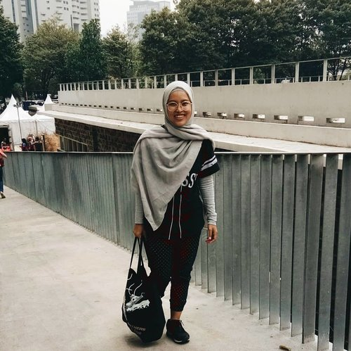 """<div class=""""photoCaption"""">It's been while not posting ootd. Feel a bit awkward. Hahaha.. <a class=""""pink-url"""" target=""""_blank"""" href=""""http://m.clozette.co.id/search/query?term=clozetteid&siteseach=Submit"""">#clozetteid</a>  <a class=""""pink-url"""" target=""""_blank"""" href=""""http://m.clozette.co.id/search/query?term=outfitoftheday&siteseach=Submit"""">#outfitoftheday</a>  <a class=""""pink-url"""" target=""""_blank"""" href=""""http://m.clozette.co.id/search/query?term=theshonet&siteseach=Submit"""">#theshonet</a>  <a class=""""pink-url"""" target=""""_blank"""" href=""""http://m.clozette.co.id/search/query?term=ipreview&siteseach=Submit"""">#ipreview</a>  <a class=""""pink-url"""" target=""""_blank"""" href=""""http://m.clozette.co.id/search/query?term=theshonetfashion&siteseach=Submit"""">#theshonetfashion</a></div>"""