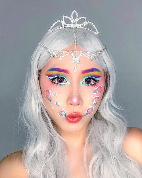 """<div class=""""photoCaption"""">Bubbles 🛁<br /> <br /> Inspired by @jamescharles .<br /> .<br /> .<br /> Key products:<br /> 💕 @armanibeauty Luminous Silk Foundation 💕 @nyxcosmetics_sg Angel Veil Skin Perfecting Primer; High Definition Blush in Baby Doll & Summer; Pump it up lip plumper<br /> 💕 @katvondbeauty Alchemist Holographic Palette; Ink Well Liner in White Out<br /> 💕 @makeupforeversg 12 Flash Color Case<br /> 💕 @juviasplace The Masquerade Palette 💕 @benefitcosmeticssg Boi-ing Airbrush Concealer<br /> 💕 @maxfactor Lipstick in Maroon Dust .<br /> .<br /> .<br /> <br />  <a class=""""pink-url"""" target=""""_blank"""" href=""""http://m.clozette.co.id/search/query?term=ladies_journal&siteseach=Submit"""">#ladies_journal</a>  <a class=""""pink-url"""" target=""""_blank"""" href=""""http://m.clozette.co.id/search/query?term=bubble&siteseach=Submit"""">#bubble</a>  <a class=""""pink-url"""" target=""""_blank"""" href=""""http://m.clozette.co.id/search/query?term=bubblemakeup&siteseach=Submit"""">#bubblemakeup</a>  <a class=""""pink-url"""" target=""""_blank"""" href=""""http://m.clozette.co.id/search/query?term=makeupideas&siteseach=Submit"""">#makeupideas</a>  <a class=""""pink-url"""" target=""""_blank"""" href=""""http://m.clozette.co.id/search/query?term=makeuptutorial&siteseach=Submit"""">#makeuptutorial</a>  <a class=""""pink-url"""" target=""""_blank"""" href=""""http://m.clozette.co.id/search/query?term=makeup&siteseach=Submit"""">#makeup</a>  <a class=""""pink-url"""" target=""""_blank"""" href=""""http://m.clozette.co.id/search/query?term=makeupartist&siteseach=Submit"""">#makeupartist</a>  <a class=""""pink-url"""" target=""""_blank"""" href=""""http://m.clozette.co.id/search/query?term=makeuptransformation&siteseach=Submit"""">#makeuptransformation</a>  <a class=""""pink-url"""" target=""""_blank"""" href=""""http://m.clozette.co.id/search/query?term=beauty&siteseach=Submit"""">#beauty</a>  <a class=""""pink-url"""" target=""""_blank"""" href=""""http://m.clozette.co.id/search/query?term=motd&siteseach=Submit"""">#motd</a>  <a class=""""pink-url"""" target=""""_blank"""" href=""""http://m.clozette.co.id/search/query?term=makeuplife&siteseach=Submit"""">"""
