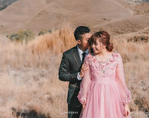 """<div class=""""photoCaption"""">Beyond thankful for you 💖..Suit @satyagrahaofficial Dress @haze_be_wear MUA & hairdo @makeupbyheny .📷 @sheerss_id @zakhrihrp  <a class=""""pink-url"""" target=""""_blank"""" href=""""http://m.clozette.co.id/search/query?term=sheerssHari....&siteseach=Submit"""">#sheerssHari....</a> <a class=""""pink-url"""" target=""""_blank"""" href=""""http://m.clozette.co.id/search/query?term=clozette&siteseach=Submit"""">#clozette</a>  <a class=""""pink-url"""" target=""""_blank"""" href=""""http://m.clozette.co.id/search/query?term=clozetteid&siteseach=Submit"""">#clozetteid</a>  <a class=""""pink-url"""" target=""""_blank"""" href=""""http://m.clozette.co.id/search/query?term=bridestory&siteseach=Submit"""">#bridestory</a>  <a class=""""pink-url"""" target=""""_blank"""" href=""""http://m.clozette.co.id/search/query?term=thebridestory&siteseach=Submit"""">#thebridestory</a>   <a class=""""pink-url"""" target=""""_blank"""" href=""""http://m.clozette.co.id/search/query?term=sumba&siteseach=Submit"""">#sumba</a>  <a class=""""pink-url"""" target=""""_blank"""" href=""""http://m.clozette.co.id/search/query?term=sumbaprewedding&siteseach=Submit"""">#sumbaprewedding</a>  <a class=""""pink-url"""" target=""""_blank"""" href=""""http://m.clozette.co.id/search/query?term=ntt&siteseach=Submit"""">#ntt</a>  <a class=""""pink-url"""" target=""""_blank"""" href=""""http://m.clozette.co.id/search/query?term=eastnusatenggara&siteseach=Submit"""">#eastnusatenggara</a>  <a class=""""pink-url"""" target=""""_blank"""" href=""""http://m.clozette.co.id/search/query?term=preweddingsumba&siteseach=Submit"""">#preweddingsumba</a>  <a class=""""pink-url"""" target=""""_blank"""" href=""""http://m.clozette.co.id/search/query?term=exploresumba&siteseach=Submit"""">#exploresumba</a>  <a class=""""pink-url"""" target=""""_blank"""" href=""""http://m.clozette.co.id/search/query?term=travel&siteseach=Submit"""">#travel</a>  <a class=""""pink-url"""" target=""""_blank"""" href=""""http://m.clozette.co.id/search/query?term=portrait&siteseach=Submit"""">#portrait</a>  <a class=""""pink-url"""" target=""""_blank"""" href=""""http://m.clozette.co.id/search/query?term=inspirasiwedding&siteseach=Submit"""">#inspirasiwedding</a>  <a c"""