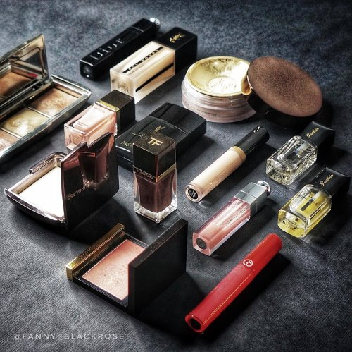 """<div class=""""photoCaption"""">I like what I like, the way I want it to be 🖤 Dark 🖤... <a class=""""pink-url"""" target=""""_blank"""" href=""""http://m.clozette.co.id/search/query?term=makeup&siteseach=Submit"""">#makeup</a>  <a class=""""pink-url"""" target=""""_blank"""" href=""""http://m.clozette.co.id/search/query?term=makeuppost&siteseach=Submit"""">#makeuppost</a>  <a class=""""pink-url"""" target=""""_blank"""" href=""""http://m.clozette.co.id/search/query?term=makeuplover&siteseach=Submit"""">#makeuplover</a>  <a class=""""pink-url"""" target=""""_blank"""" href=""""http://m.clozette.co.id/search/query?term=makeupcollector&siteseach=Submit"""">#makeupcollector</a>  <a class=""""pink-url"""" target=""""_blank"""" href=""""http://m.clozette.co.id/search/query?term=makeupjunkie&siteseach=Submit"""">#makeupjunkie</a>  <a class=""""pink-url"""" target=""""_blank"""" href=""""http://m.clozette.co.id/search/query?term=wakeupandmakeup&siteseach=Submit"""">#wakeupandmakeup</a>  <a class=""""pink-url"""" target=""""_blank"""" href=""""http://m.clozette.co.id/search/query?term=luxurybeauty&siteseach=Submit"""">#luxurybeauty</a>  <a class=""""pink-url"""" target=""""_blank"""" href=""""http://m.clozette.co.id/search/query?term=clozette&siteseach=Submit"""">#clozette</a>  <a class=""""pink-url"""" target=""""_blank"""" href=""""http://m.clozette.co.id/search/query?term=clozetteid&siteseach=Submit"""">#clozetteid</a>  <a class=""""pink-url"""" target=""""_blank"""" href=""""http://m.clozette.co.id/search/query?term=armanibeauty&siteseach=Submit"""">#armanibeauty</a>  <a class=""""pink-url"""" target=""""_blank"""" href=""""http://m.clozette.co.id/search/query?term=hourglasscosmetics&siteseach=Submit"""">#hourglasscosmetics</a>  <a class=""""pink-url"""" target=""""_blank"""" href=""""http://m.clozette.co.id/search/query?term=tomford&siteseach=Submit"""">#tomford</a>  <a class=""""pink-url"""" target=""""_blank"""" href=""""http://m.clozette.co.id/search/query?term=tomfordaddict&siteseach=Submit"""">#tomfordaddict</a>  <a class=""""pink-url"""" target=""""_blank"""" href=""""http://m.clozette.co.id/search/query?term=guerlain&siteseach=Submit"""">#guerlain</a>  <a class=""""pink-url"""" target=""""_blank"""" href=""""http://m.clozette.co.i"""
