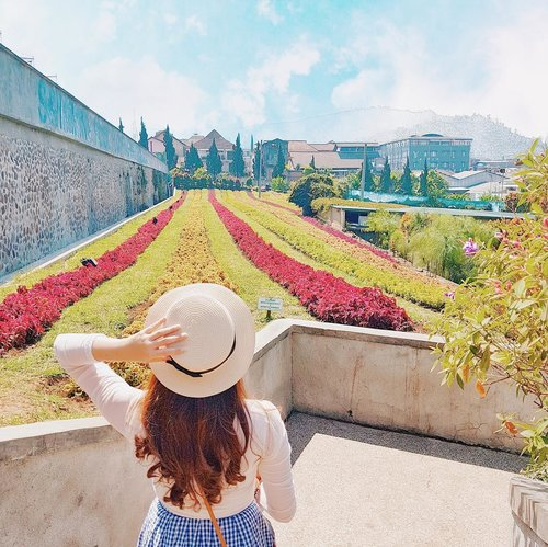 """<div class=""""photoCaption"""">Life move so fast, so stop and look around or you could just miss it 🎡 Here's a snap of one of my favorite spots in Bandung, just because I'm missing this beautiful city already. Gotta say hello in the upcoming month 👋🏻 Couldn't wait to explore more and immerse in the beauty of nature ..... <a class=""""pink-url"""" target=""""_blank"""" href=""""http://m.clozette.co.id/search/query?term=placetogo&siteseach=Submit"""">#placetogo</a>  <a class=""""pink-url"""" target=""""_blank"""" href=""""http://m.clozette.co.id/search/query?term=explorebandung&siteseach=Submit"""">#explorebandung</a>  <a class=""""pink-url"""" target=""""_blank"""" href=""""http://m.clozette.co.id/search/query?term=wonderfulindonesia&siteseach=Submit"""">#wonderfulindonesia</a>  <a class=""""pink-url"""" target=""""_blank"""" href=""""http://m.clozette.co.id/search/query?term=travel&siteseach=Submit"""">#travel</a>  <a class=""""pink-url"""" target=""""_blank"""" href=""""http://m.clozette.co.id/search/query?term=artofvisuals&siteseach=Submit"""">#artofvisuals</a>  <a class=""""pink-url"""" target=""""_blank"""" href=""""http://m.clozette.co.id/search/query?term=bandungphotography&siteseach=Submit"""">#bandungphotography</a>  <a class=""""pink-url"""" target=""""_blank"""" href=""""http://m.clozette.co.id/search/query?term=hellonusantara&siteseach=Submit"""">#hellonusantara</a>  <a class=""""pink-url"""" target=""""_blank"""" href=""""http://m.clozette.co.id/search/query?term=kotaminilembang&siteseach=Submit"""">#kotaminilembang</a>  <a class=""""pink-url"""" target=""""_blank"""" href=""""http://m.clozette.co.id/search/query?term=floatingmarket&siteseach=Submit"""">#floatingmarket</a>  <a class=""""pink-url"""" target=""""_blank"""" href=""""http://m.clozette.co.id/search/query?term=traveldestination&siteseach=Submit"""">#traveldestination</a>  <a class=""""pink-url"""" target=""""_blank"""" href=""""http://m.clozette.co.id/search/query?term=bandung&siteseach=Submit"""">#bandung</a>  <a class=""""pink-url"""" target=""""_blank"""" href=""""http://m.clozette.co.id/search/query?term=fujifilmid&siteseach=Submit"""">#fujifilmid</a>  <a class=""""pink-url"""" target=""""_blank"""" href=""""http://m.clo"""